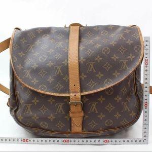 💯% Authentic Louis Vuitton Samur 35 Lrg Crossbody